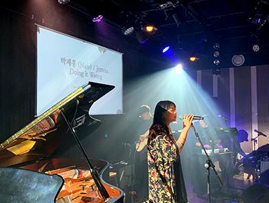 케이팝 - 노래하는 가수 사진