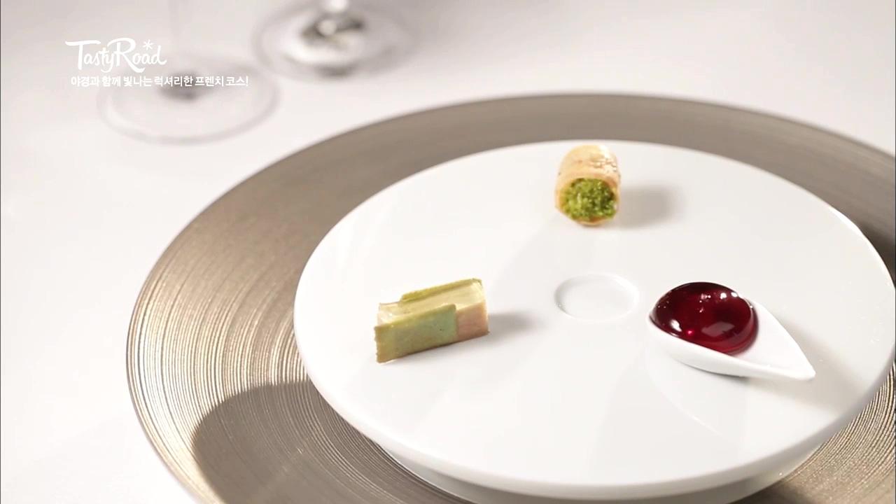 Chef's Tasting (메뉴 구성은 계절별로 변동 있음)