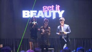 3명의 MC가 클럽 스테이지에 나타났다. Get It Beauty Club Party!