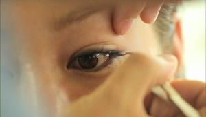 9) 자연스러운 내추럴 아이라인<br> 젤 아이라이너로 눈끝만 라인을 그리고 언더는 살짝만 톡톡 두드려 주세요~
