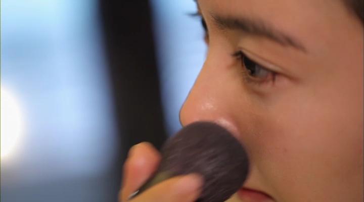 3) 마지막으로 미네랄 파우더를 보정하고 싶은 부분에 가볍게 터치해주면 피부 화장이 완료!!