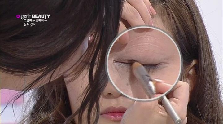 12) 다섯번째, 눈 앞머리에서 1cm여백을 두고 아이라인 그리기!