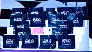 3) 배러걸즈를 위한 선물도 준비해주셨네요. 핑크색 겟잇뷰티 파우치와 파우치를 채워줄 메이크업 제품입니다.