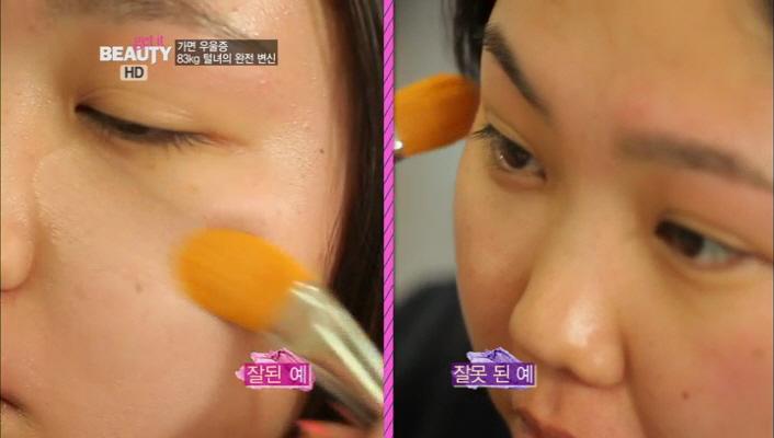 1) 1단계! 베이스 메이크업<br> 1-3) 파운데이션은 브러시를 눕혀서 부드럽게 발라주어야  피부에 결이 생기지 않는 피부표현을 할 수 있습니당^^