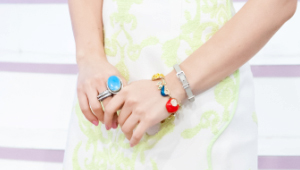 <b>액세서리 정보</b><br> 귀걸이, 반지, 과일 뱅글 - 모두 Muzz 제품<br> 그레이 벨츠 뱅글 - 필그링 제품
