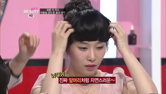 3) 이렇게 머리를 묶은 후에도 앞머리를 만들어 줄 수 있구요~ 머리 색이 완전히 같아서 더 자연스럽네요~!