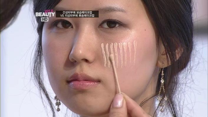 6) 요렇게 파운데이션을 피부 위에 톡톡 발라준 후에~