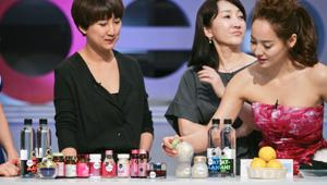 물+보습 제품+수분 보충제까지 원샷 보습법이 시급한 현대 여성분들! <br>피부 재생을 위해 하루에 2알씩 수분 보충제를 섭취합시다! 충분한 물과 함께 먹는 것은 당연하겠죠?