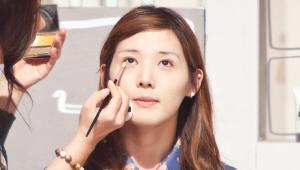 12) 언더라인 눈 꼬리 부위에 은은한 펄 섀도를 발라주세요!