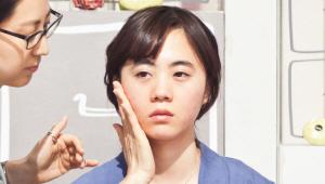 3) 다음 단계에는 수분 막을 형성할거예요. 여드름 피부는 겉은 유분이 가득하고 속은 수분이 부족하죠! 피부 속 건조함을 해결하기 위해 수분크림을 사용할게요! 크림 또한 얼굴 전체에 바르지 말고 건조한 U존 부위에 발라주세요.