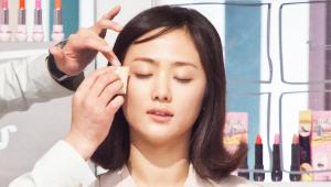 3) 비비 크림을 스펀지에 묻혀 얼굴 외곽 부위에 얇게 펴 발라주세요! <br>이 제품은 촉촉하고 보송보송한 제품이기 때문에 여름에 사용하기에 안성맞춤이에요!