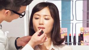 9) 같은 제품으로 입술에도 발라 촉촉한 입술을 연출해주세요!