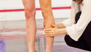 3) 팔에 발랐던 바디 슬리밍 제품과 파운데이션을 섞은 제형을 다리 전체에 발라주세요! 상처 커버 및 피부 톤 보정 기능이 있어요!