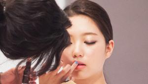 10) 마지막으로 립스틱과 립글로즈를 전체적으로 발라 메이크업을 완성시켰어요!