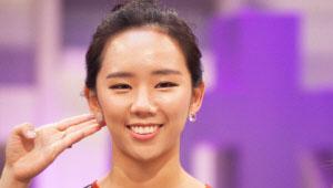 - 역삼각형 얼굴의 경우 포스트 귀걸이로 볼살을 풍만하게 보일 수 있게<br> 연출해 주세요.