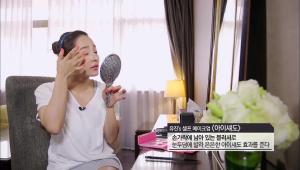 12. 손가락에 남아 있는 블러셔로 눈두덩이에 발라 은은하게~아이섀도 효과를 주세요.
