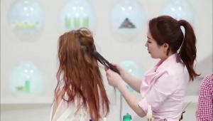 <b>Tip!</b> 반달 아이롱기가 없을 때는 손으로 머리카락을 앞뒤로 5번 정도 접어서 드라이기 바람으로 열을 주면 웨이브가 생겨요.