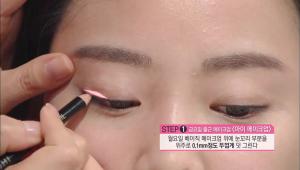 3. 월요일 베이직 메이크업 위에 눈꼬리 부분을 위주로 0.1mm정도 두껍게 덧 그려주세요.