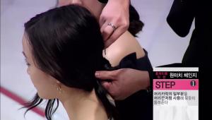 - 머리카락의 일부분을 머리끈처럼 사용해 묶듯이 돌려준 뒤 핀을 이용해 머리카락으로 묶은 부분을 고정시켜주세요!