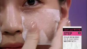 1) 피부 보습을 위해 페이셜 오일 사용은 필수에요! <br><b>세안 후 페이셜 오일을 바르면 피부 진정과 보습 효과가 높아진답니다! </b><br>화장솜을 페이셜 오일에 적신 후, 겹겹이 떼어나 얼굴 전체에 붙여주세요!