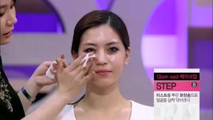 7)이제 피부표현을 해볼게요! 미스트를 뿌린 화장솜으로 얼굴을 살짝 닦아내주세요! 페이셜 오일은 피부의 보습막을 형성하기 때문에 <br><b>메이크업 순서에 상관없이 사용해도 무관해요!</b>