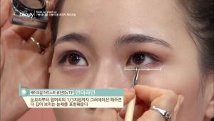 4. 언더라인은 눈꼬리부터 시작해서 앞머리까지 라인을 그려주세요. <br><br><b>TIP</b> 눈꼬리부터 앞머리의 1/3지점까지 그라데이션 해주면 더 깊어 보이는 눈매를 표현할 수 있어요.