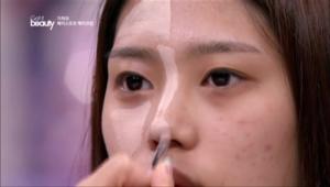1. 1번 밝은 컨실러를 볼륨감을 살리고 싶은 부위에 사용해주세요. <br><br><b>POINT</b> 꺼진 이마, 삼각존( 다크서클 밑, 콧방울 옆, 광대 안쪽) , 턱 끝, 콧대와 코 끝