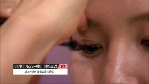 7. 마스카라로 볼륨감을 더한 후, 입술은 립밤으로 촉촉함을 살려주세요.