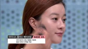 진한 컬러의 섀딩 제품을 이용해 얼굴 외곽과 안쪽을 연결해주세요.