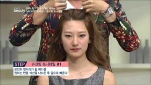 포인트 앞머리가 될 머리를 원하는 만큼  섹션을 나눠준 후 앞으로 빼주세요.
