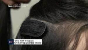 재경님의 아이템 볼륨핀! <br>원하는 부위에 헤어핀을 꽂고 다시 머리카락을 덮으면 볼륨 헤어 완성! <br>헤어 핀에 벨크로 처리가 되어있어 볼륨 유지가 가능해요.