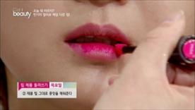 제품 팁 그대로 중앙을 채워주세요!  작았던 입술이 도톰해보이는 효과가 있어요  입술선이 불분명하고 얇은 사람에게 꿀팁!