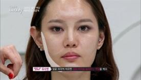 BB 파운데이션은 펄감이 없는 제품으로 얼굴 외곽에 바르면 얼굴 외곽을 눌러주는 역할을 해요! 다른 질감의 제품을 같이 사용하면 얼굴 윤곽의 음영감 효과에 탁월해요~