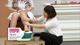 발바닥부터 종아리까지 꼼꼼하게  씻어주세요! 발가락 각질 제거를 잘해야  혈액순환이 잘 되고, 부기탈출에 효과적이에요~
