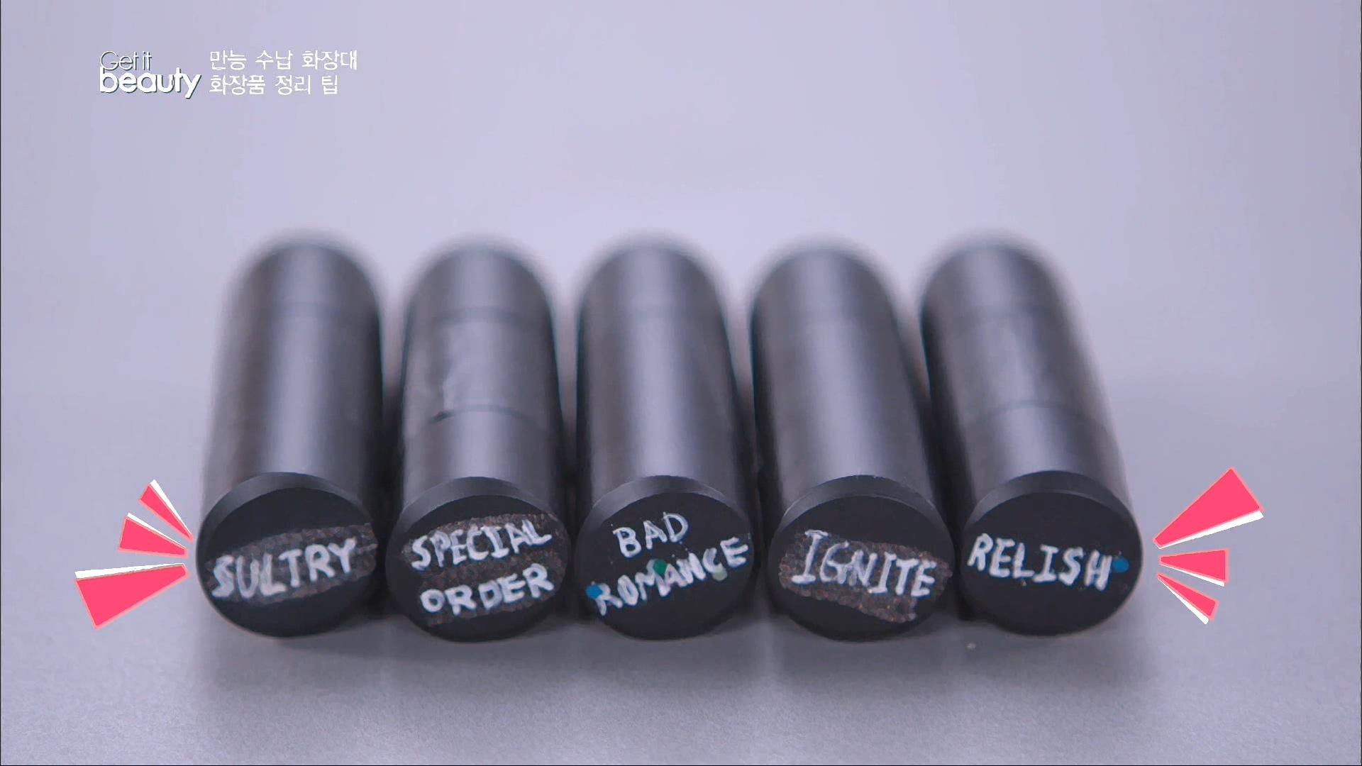 TIP #2.원하는 립스틱 찾기 뚜껑 위에 수정액으로 제품명이나 컬러 정보를 적어둔다.