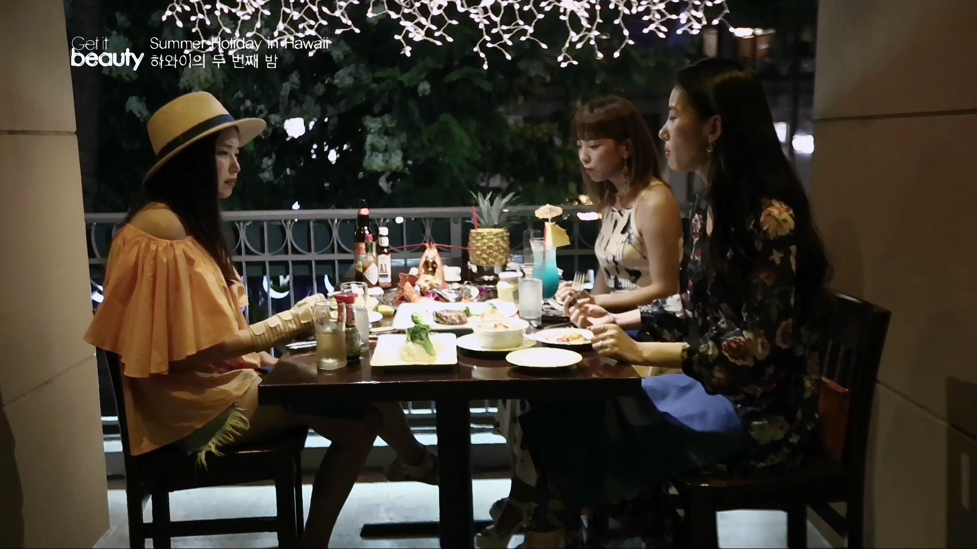 부담스럽지 않은 가격에 스테이크와 랍스터를 맛볼 수 있는 와이키키 칼라카우아 거리에 위치한 레스토랑