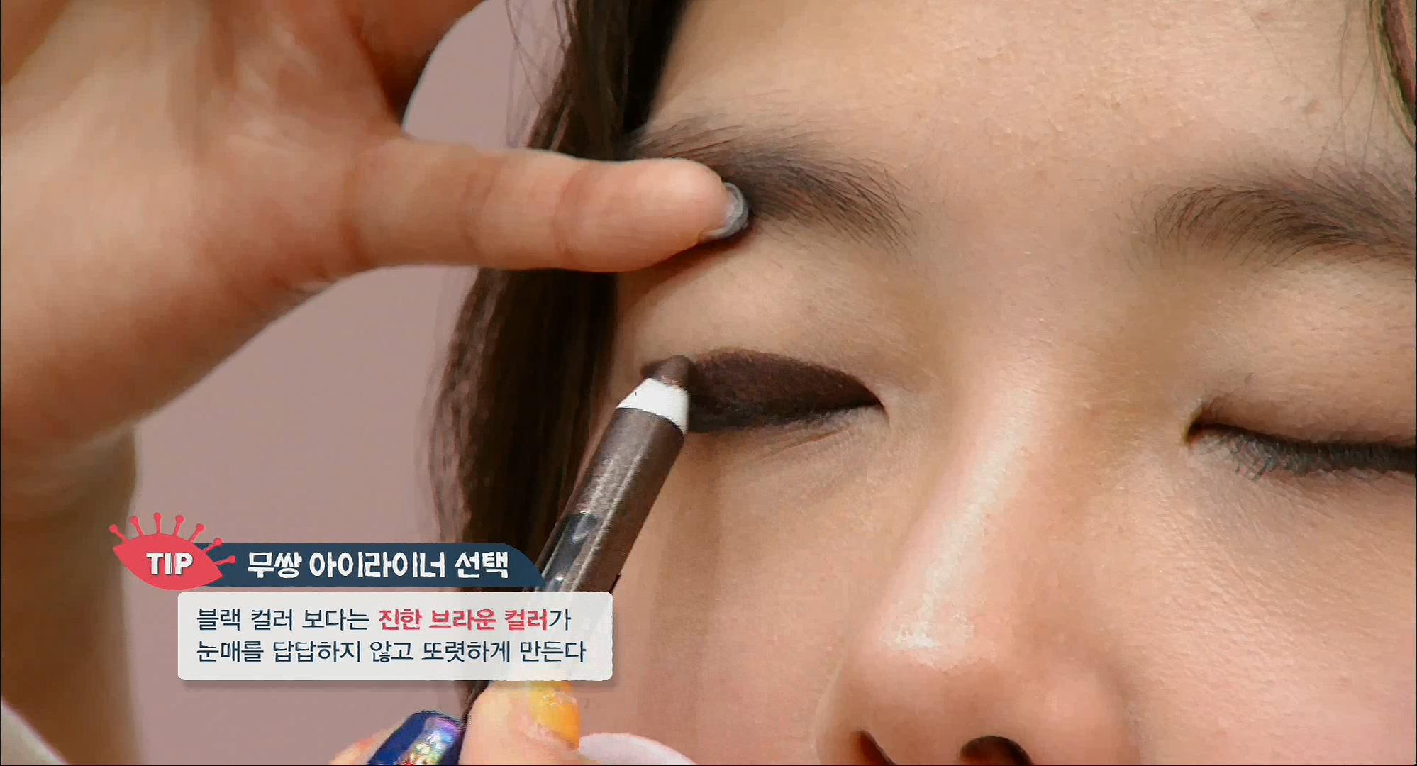 100% 프.본 눈 보정 메이크업 블랙 컬러 보다는 진한 브라운 컬러가 눈매를 답답하지 않고 또렷하게 만들어줘요