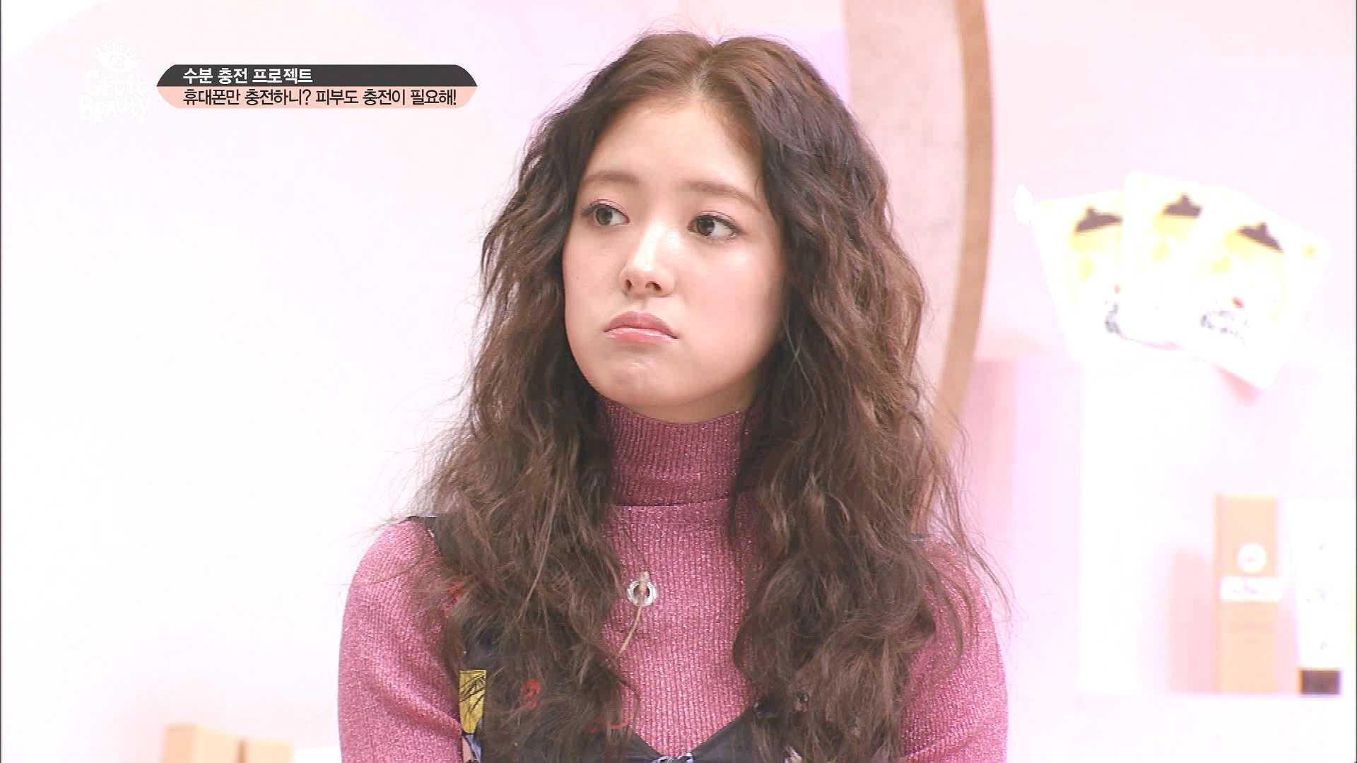 의상정보: 터틀넥 - 스타일난다 / 패턴 원피스 - SJYP