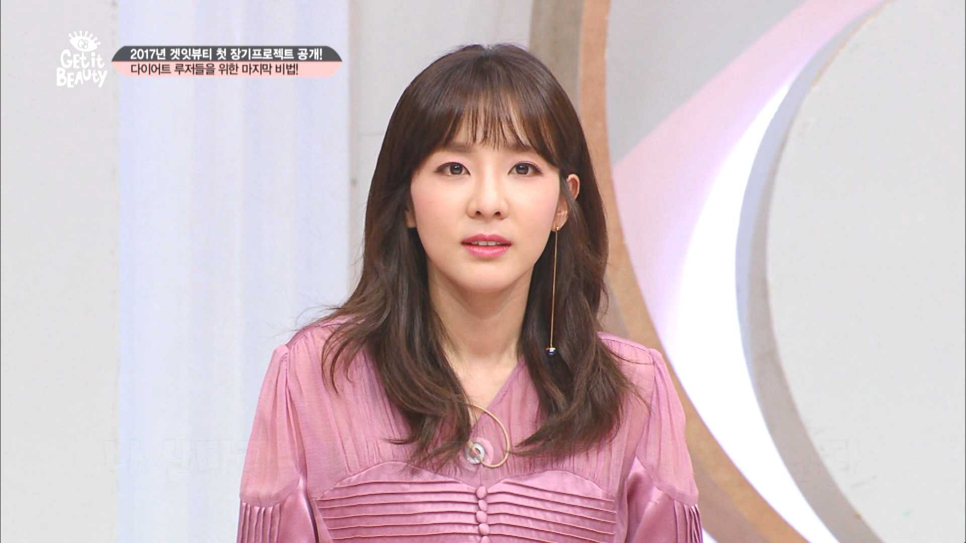 의상정보 : 원피스 - fayewoo / 이어링 - 엠주 / 팔찌 - 폴리폴리 / 구두 - 이로스타일