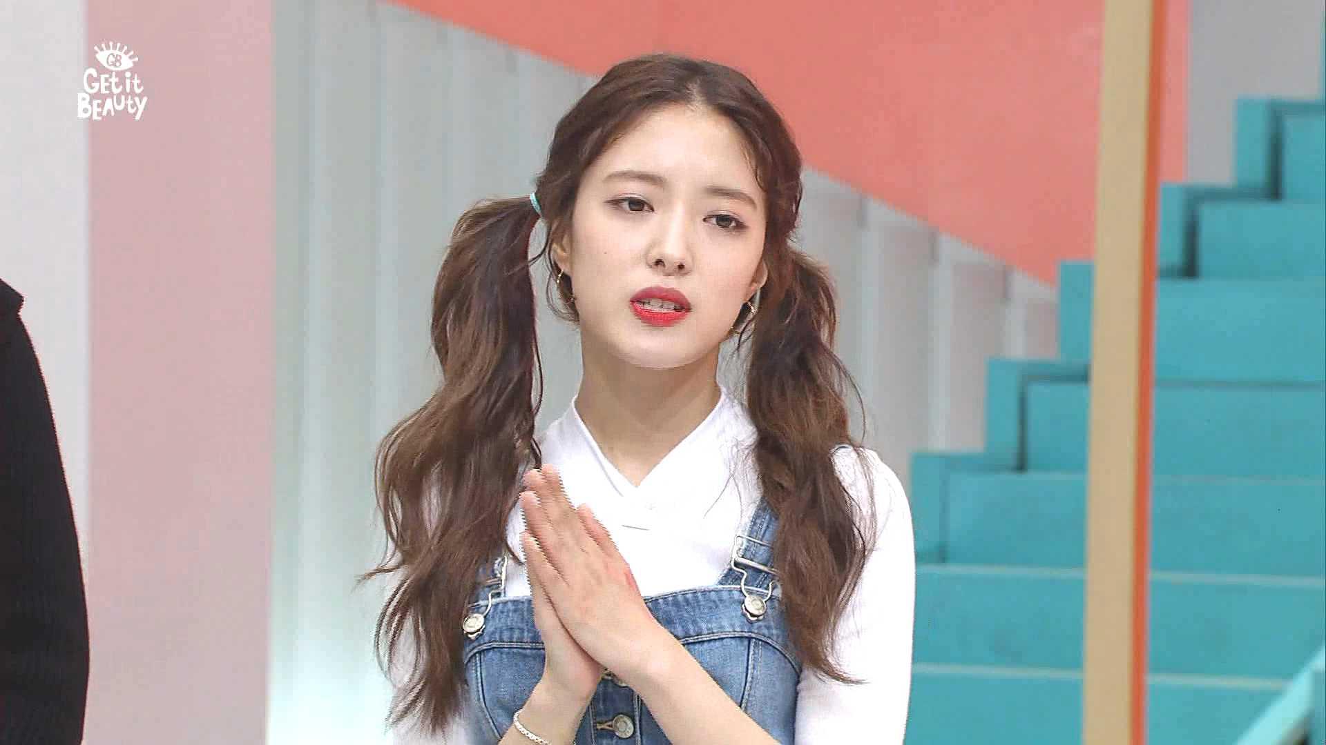 의상정보 : 뷔스티에, 상의, 데님팬츠 - SJYP / 이어링 - 로제도르 / 슈즈 - 게스