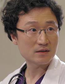 안영필 (남 38, 외과 전문의)