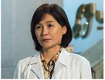 윤박사 (길해연) | 같은 병원 산부인과 전문의 | 정철의 후배