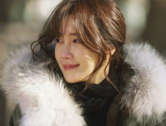 강윤희 (42세. 동훈의 아내) / 이지아