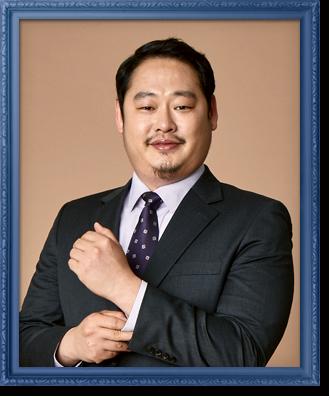 정치인 (38세, 부회장 부속실 부장)
