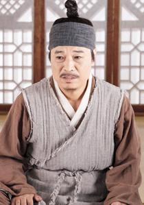 연씨 (남, 40대 후반, 봉수군, 홍심의 양아버지)