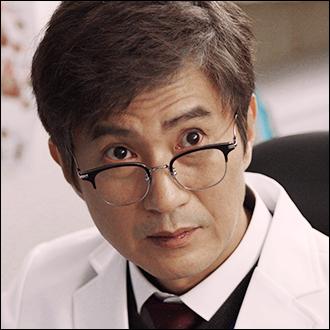 장교수 (55세) / 안내상