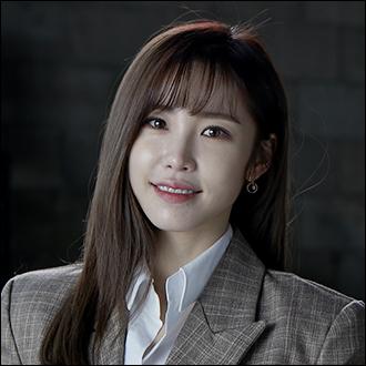 記者姜智恩(女,27歲)