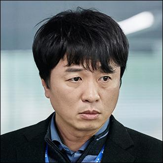 최윤수 팀장 (51세)