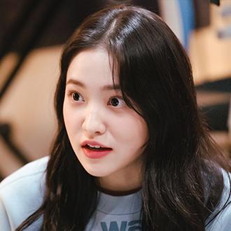 홍채리 (23세/김예림)
