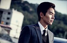 완벽한 수트 핏으로 시선 사로 잡는 김태훈!